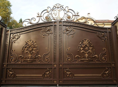 Ворота в коттедже