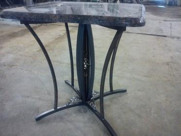 Кованый столик КМ-4-1