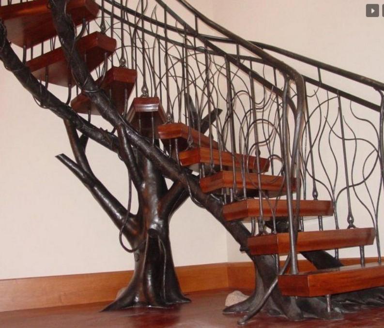 Металлические лестницы на второй этаж